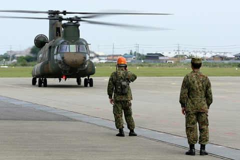CH-47J ヘリ地上滑走試乗 霞ヶ浦駐屯地 開設66周年記念行事