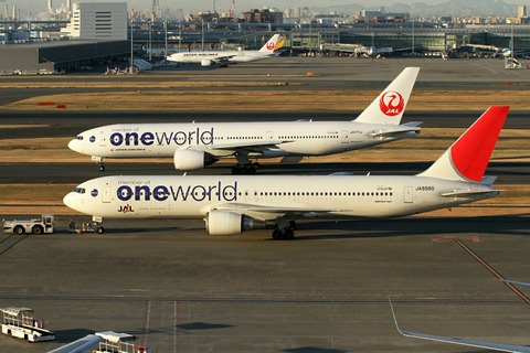 JA771J B777-200 JA8980 B767-300 JAL one world RJTT 2013.12.28