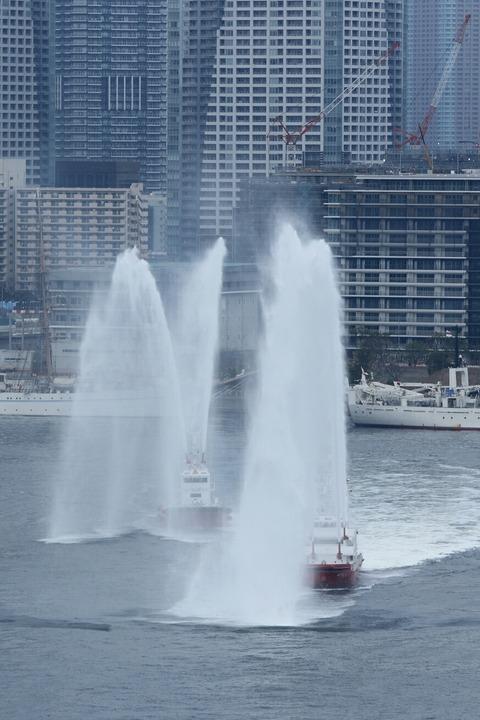 歓迎放水 東京消防庁 消防艇みやこどり おおえど レインボーブリッジ