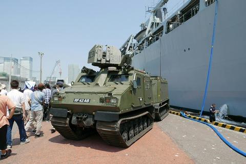 イギリス海軍 装甲車 BvS10 バイキング  L14 HMS Albion 晴海埠頭