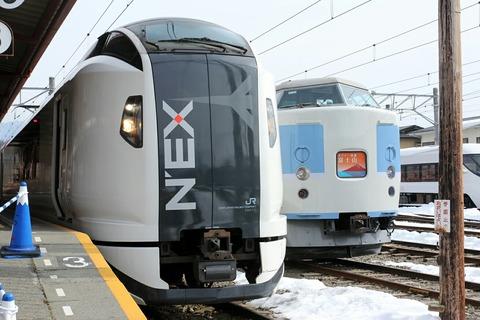 E259系 NEX 189系 ホリデー快速富士山 富士急行 河口湖駅