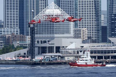 東京消防庁 水の消防ページェント 東京みなと祭 レインボーブリッジ