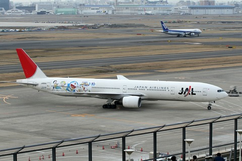 JA8941 B777-300 JAL ドラえもんジェット RJTT 2010.2.21