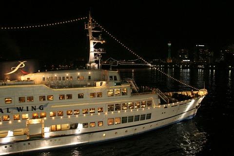 夜景 ロイヤルウイング 横浜大桟橋