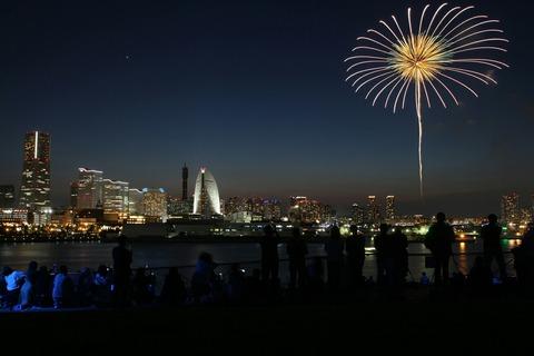 花火 ビームスペクタクル in ハーバー 横浜開港祭 横浜大桟橋