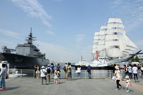 掃海母艦うらが & 帆船日本丸 総帆展帆 第34回 横浜開港祭 新港埠頭