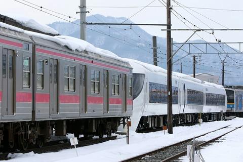 富士急行 205系(6000系) 8500系 河口湖駅 留置線