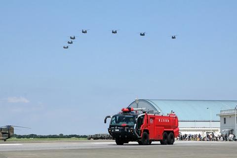 消防車 編隊飛行 木更津航空祭 陸上自衛隊 木更津駐屯地