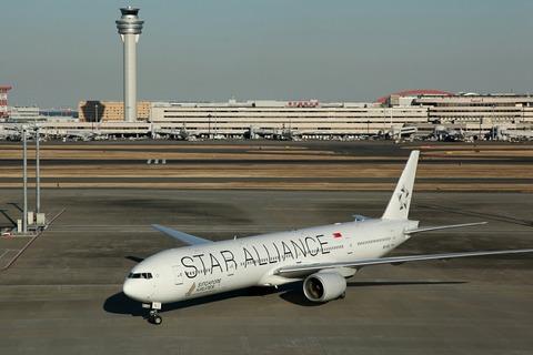 9V-SYL B777-300 SIA STAR ALLIANCE RJTT