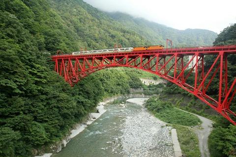 黒部峡谷鉄道 トロッコ電車 新山彦橋 山彦遊歩道