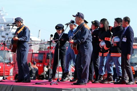 横浜消防出初式 消防団PR 学生消防団員 新制服と新型防火衣の紹介
