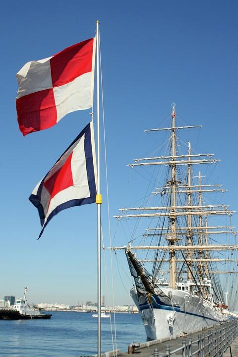 UW旗 帆船 日本丸 横浜港 新港埠頭