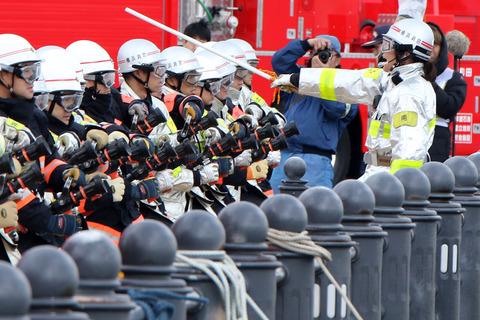 横浜消防出初式 横浜市消防局 第2部 一斉放水