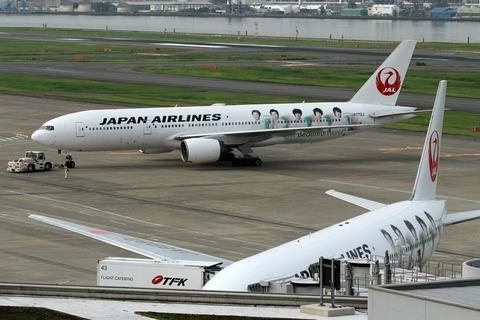JA772J B777-200 JAL ARASHI JET RJTT 2011.8.