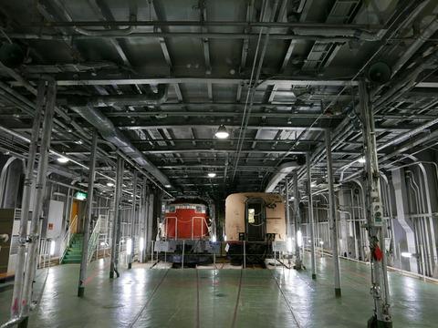 車両展示室 車両甲板 青函連絡船 メモリアルシップ 八甲田丸