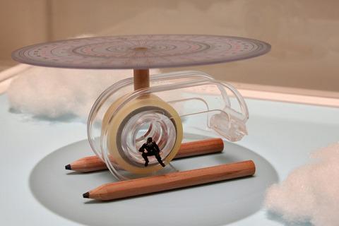 テープの減りが早いのは、ヘリが速いからです MINIATURE LIFE展