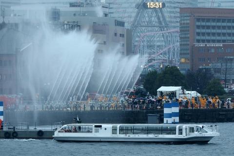第2部 一斉放水 横浜消防出初式 大桟橋