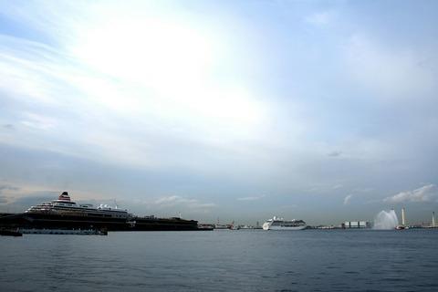ノーティカ Nautica 横浜大桟橋 出航 消防艇 放水 山下公園