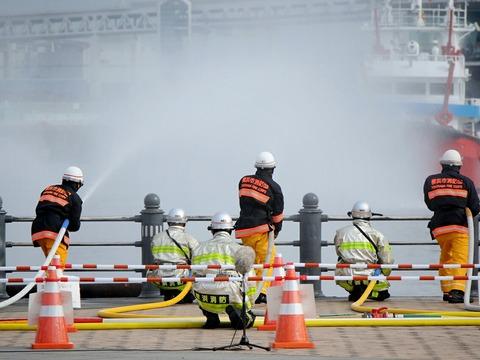横浜消防出初式 横浜市消防局 第1部 一斉放水