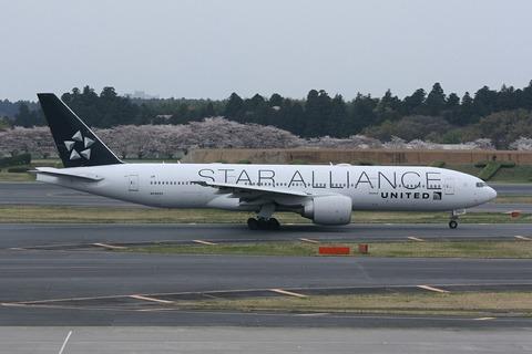 N76021 B777-200 UAL STAR ALLIANCE RJAA
