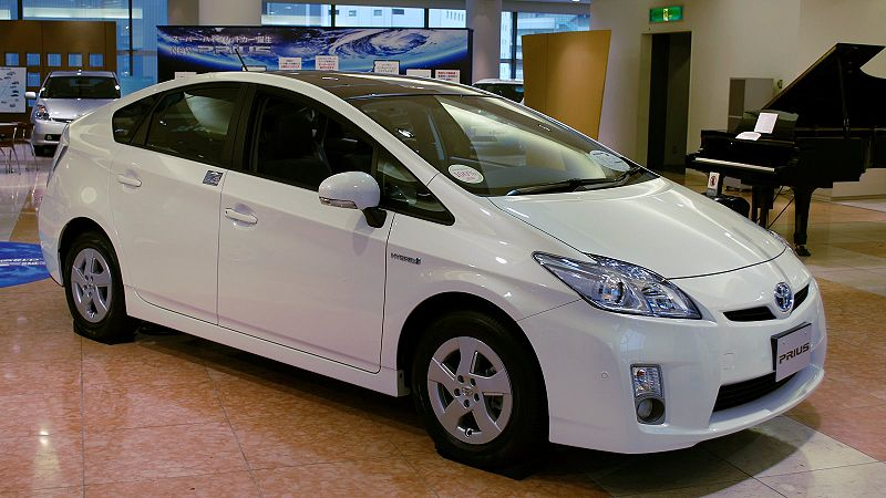800px-2009_Toyota_Prius_01