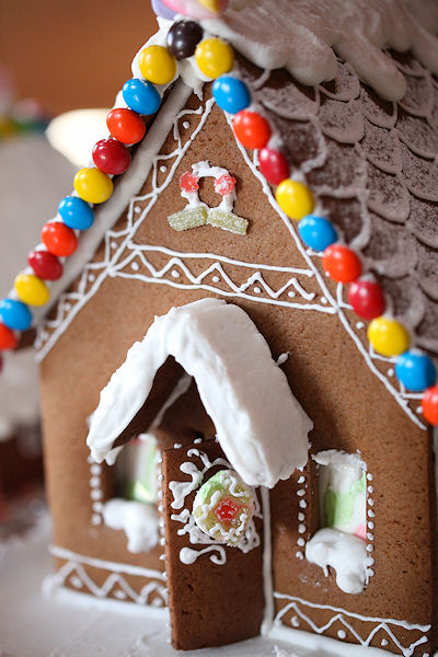 gingerbread-house-wine-party10.jpg
