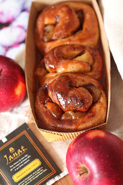 apple-caramel-roll.jpg