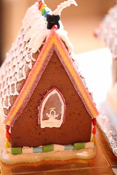 gingerbread-house-wine-party11.jpg