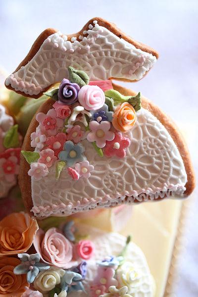 june-flowery-cake3.jpg