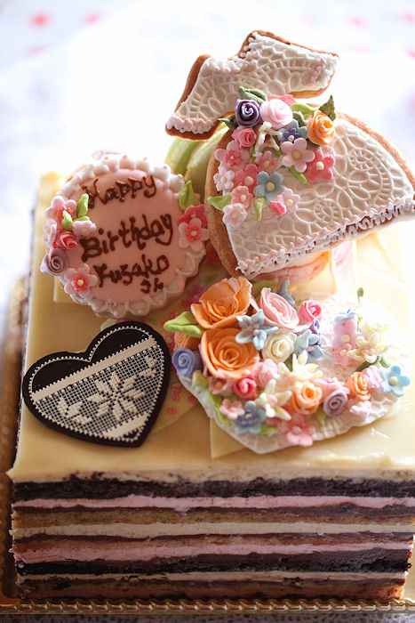 june-flowery-cake.jpg