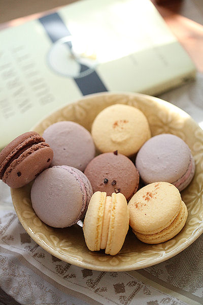 fall-macarons.jpg