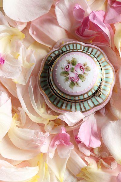 rose-petals-macarons6.jpg