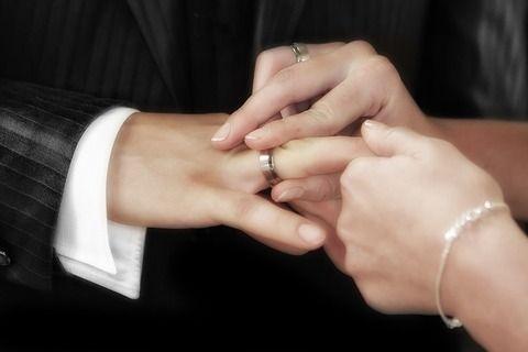 【悲報】社長48歳「ついにワイ結婚するで!」ワイ「おぉ!おめでたいやんけ!」→なんと相手がwwwwwww