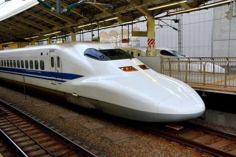 【愕然】高い金出して新幹線乗った結果・・・隣の奴がガチでとんでもない…ご覧ください…