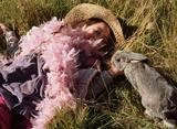 ローズがウサギと