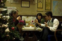 クリスマス、チキンを食べる