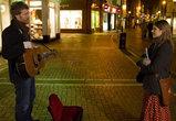 街角で歌う