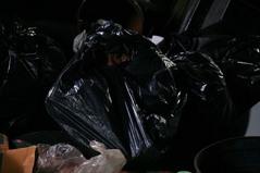 ゴミ袋で捨てられる