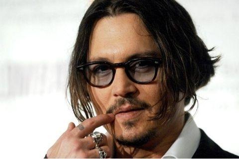 の折りたたみサングラスをご紹介致します。 【SHELDRAKE シェルドレイク】は、ジョニーデップやロバートダウニーJr など多くの著名人に愛されているモデルです。