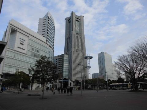 01桜木町駅前