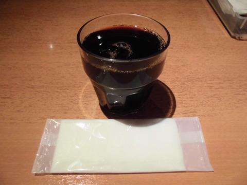 04アイスコーヒーとお手拭き