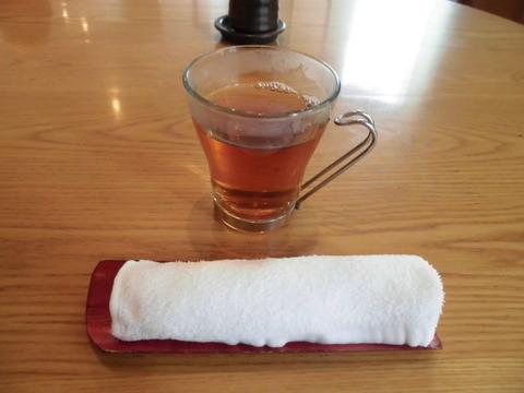 14ウーロン茶とおしぼり