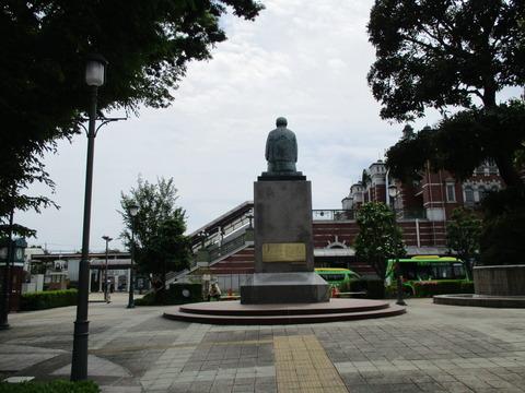 179渋沢栄一座像1