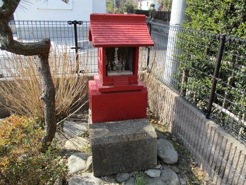 145小さな稲荷神社1