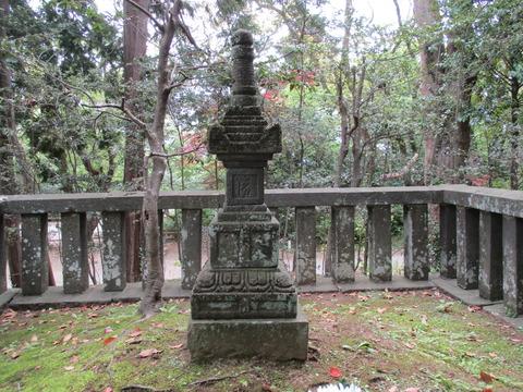 64日野俊基墓7