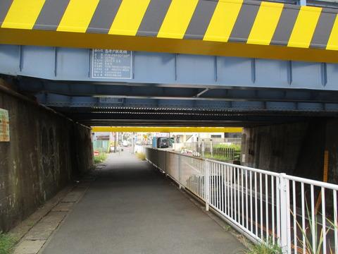 92鳥井戸架道橋1