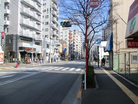 81河田町・東京女子医大北交差点