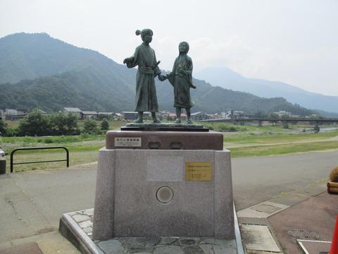 26お六と桂姫銅像2