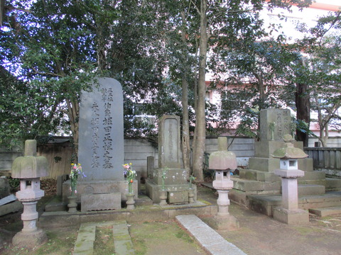 192堀田家墓所4