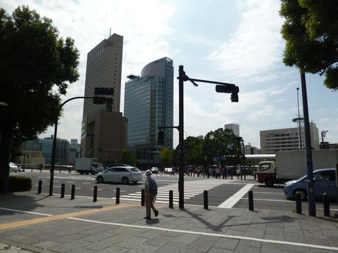 64桜木町駅通過